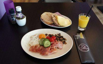 """""""Vroege Vogel"""" ontbijt – Ontbijten in de zon."""